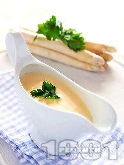 Сос Шантили с масло, лимон, сметана и жълтъци за задушени зеленчуци, риба и пилешко месо (Chantilly) - снимка на рецептата